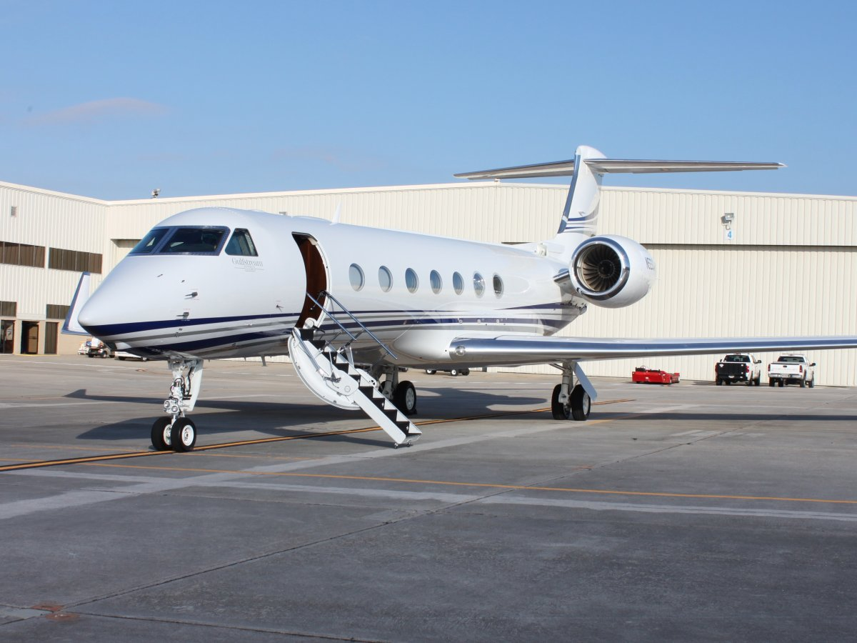 he-likes-to-travel-in-style-and-owns-a-gulfstream-g550-private-jet-worth-about-54-million