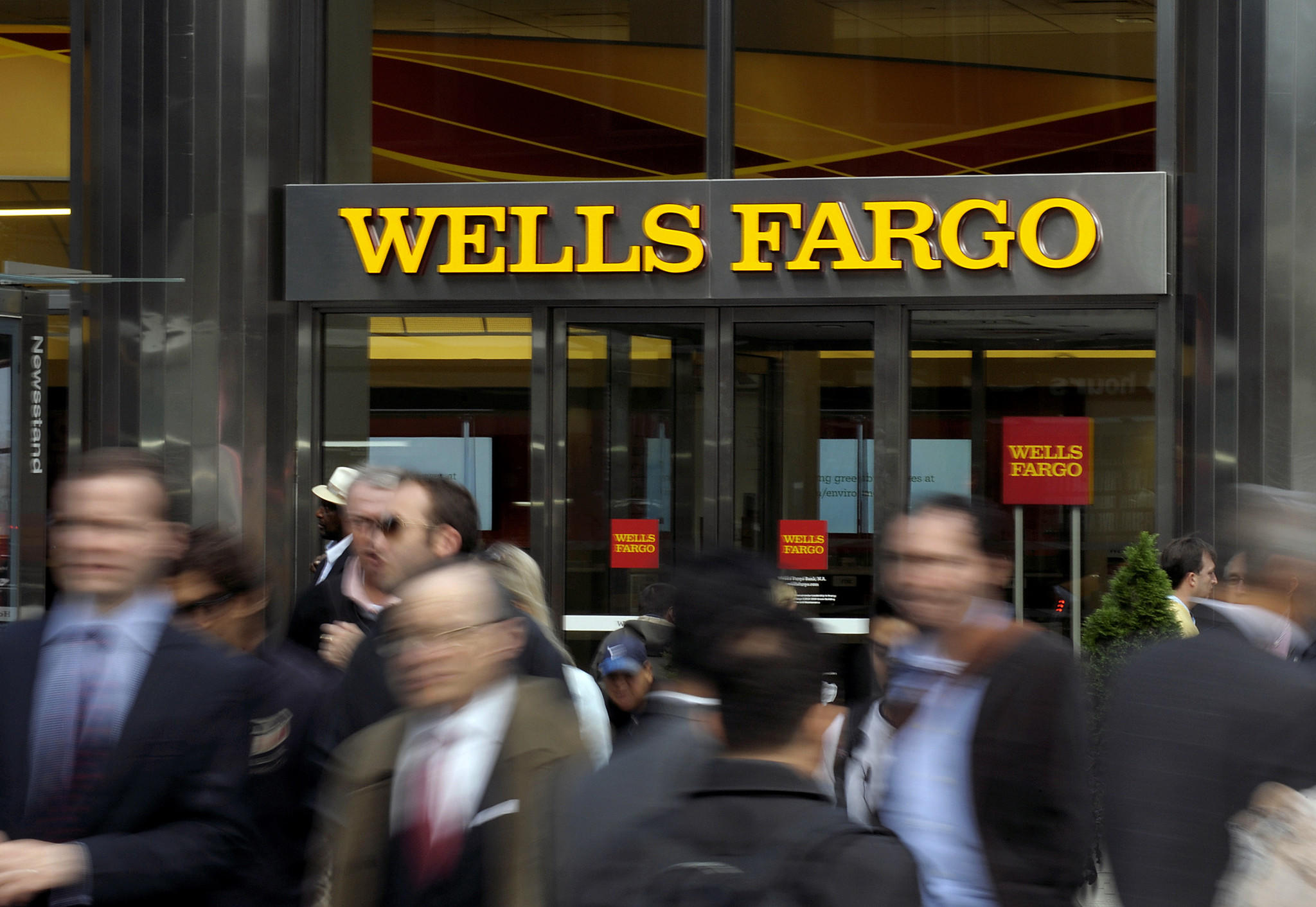 Wells Fargo Sees Trouble For Stocks Brace For A 4 To 8 Slide